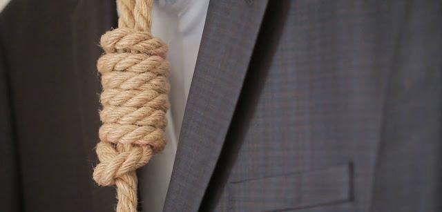 Δύο προδοσίες για μια γραβάτα... θηλιά