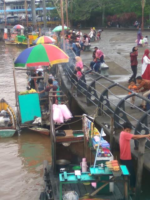 penjual di sungai kapuas