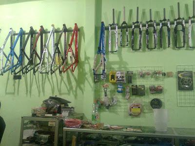 Ini adalah foto-foto toko waroengpit com toko sepeda gunung mtb online mountain bike store