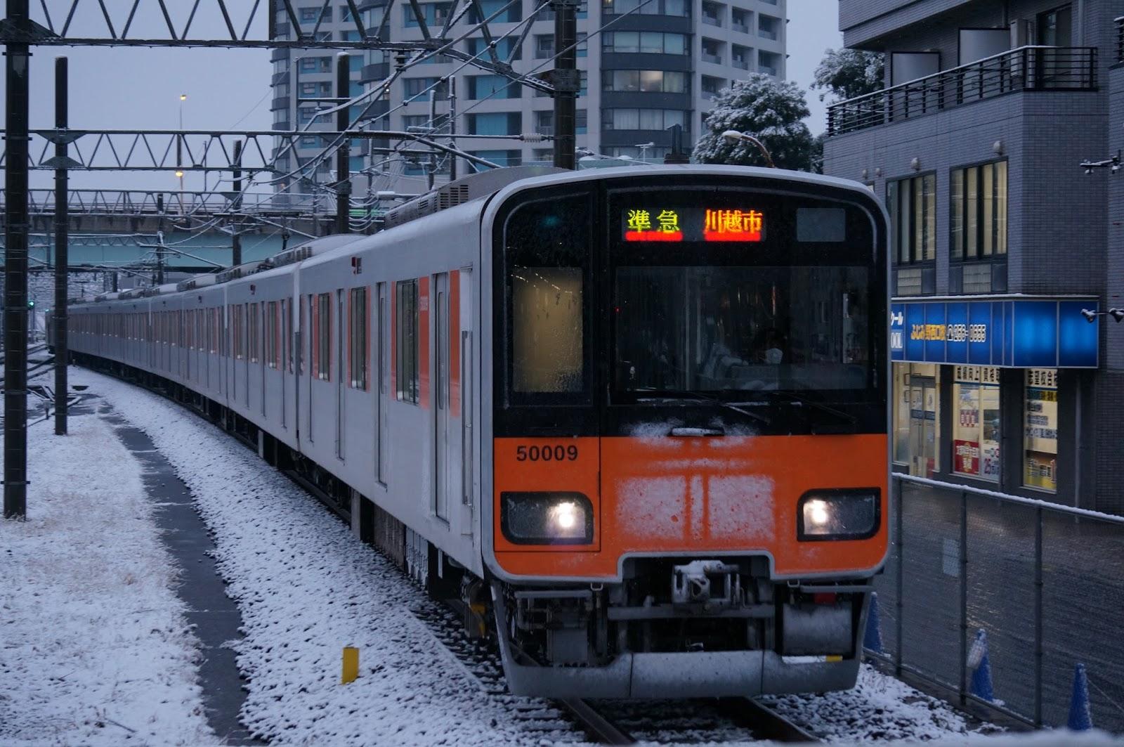東武東上線ふじみ野駅に到着する50000系