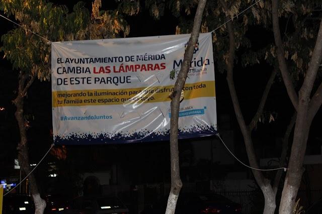 Vila sigue gastando el dinero de los meridanos en lonas publicitarias