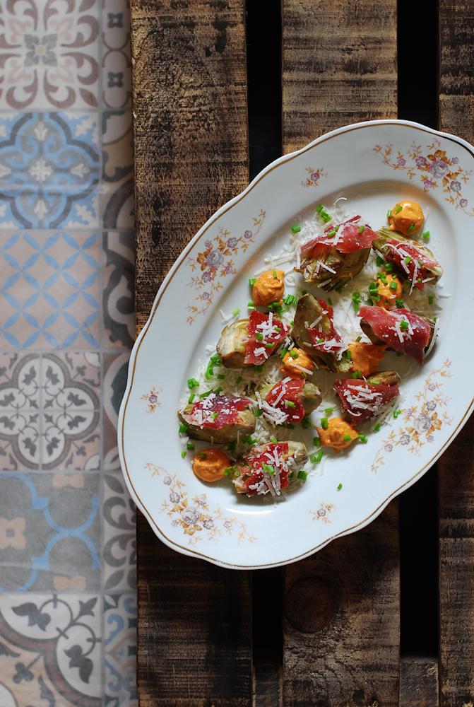 artichoke-jabugo-ham-parmesan-alcachofas-jamon-jabugo-parmesano-salsa-romesco-bistrot-carmen
