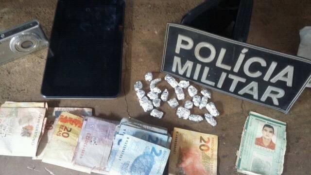 MUCAMBO-CE: POLICIAIS MILITARES PRENDEM SUSPEITO DE TRÁFICO DE DROGAS