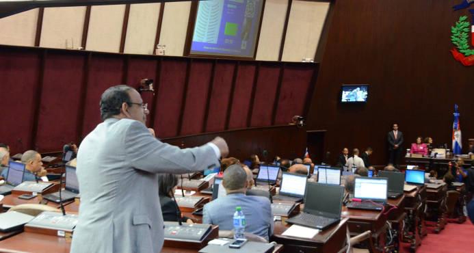 La ley de partidos requiere dos terceras partes de los legisladores presentes
