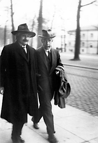 Aryablogr Biografi Albert Einstein