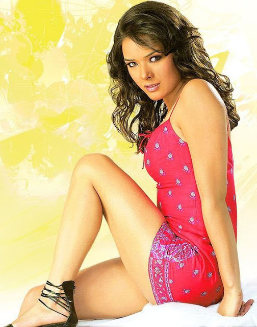 Udita Goswami feet photos, Udita Goswami thunder thighs, Udita Goswami sexy thighs pics, Udita Goswami in short dress, Udita Goswami in tight dress, Udita Goswami HD wallpaper