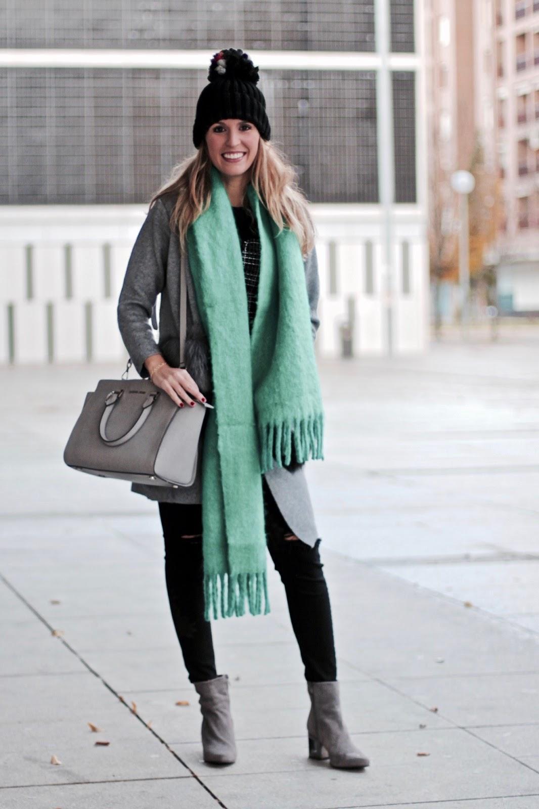 com combinar una bufanda verde