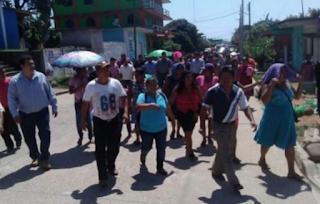 Campesinos se burlan de Yunes Linares y toman nuevamente la presa Yuribia
