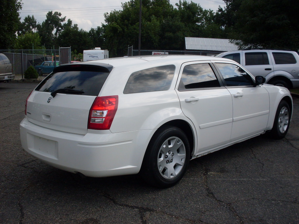 Dodge Magnum White on 2001 Dodge Durango S