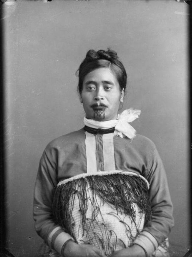 Maori Woman Face Tattoo: Moko Kauae: 30 Incredible Portraits Of Maori Women With