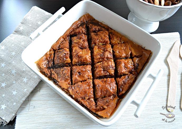 Baklava de almendras, nueces y pistachos. Postre típico Griego (Receta fácil)
