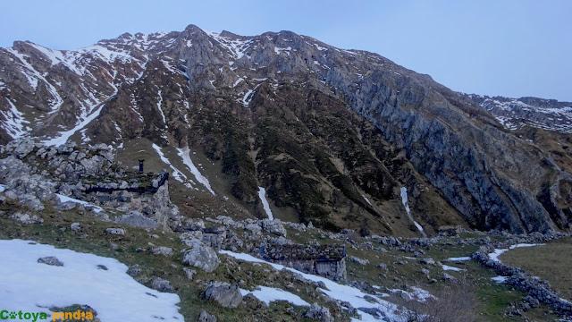 Ruta circular a Peña Cerreos desde Tuiza por el Macizo de Ubiña.