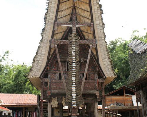 Travel.Tinuku.com Tongkonan house in Pallawa village, beautiful old architecture and ornament genuine Tana Toraja culture