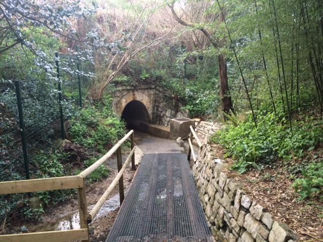 Foto del Tunel bajo las vías del tren en camping Itsas Mendi | caravaneros.com