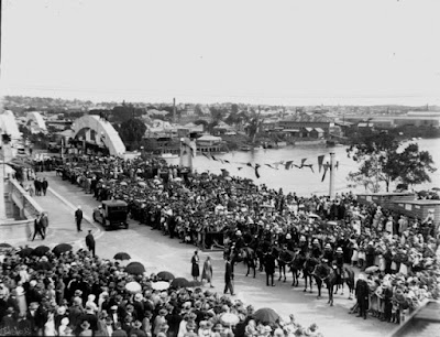 Picture of crowds at opening of William Jolly Bridge