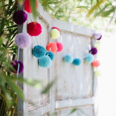 inspirations et idées décorations mariage thème pompons et confettis blog mariage unjourmonprinceviendra26.com