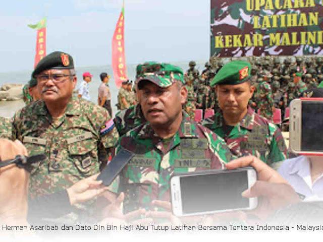 Herman Asaribab dan Dato Din Bin Haji Abu Tutup Latihan Bersama Tentara Indonesia - Malaysia