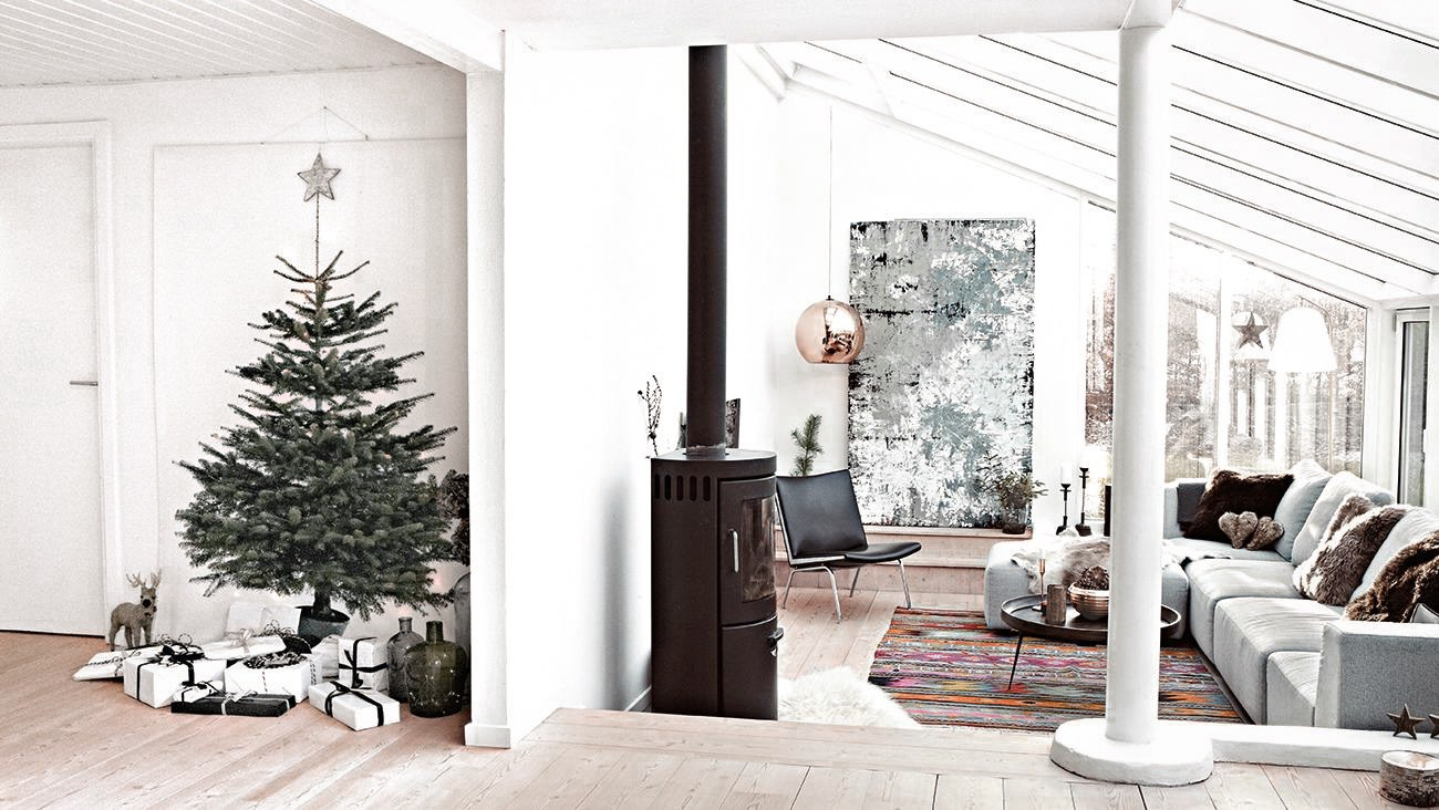 decordemon: A Danish house decorated in naturally Nordic holiday style.