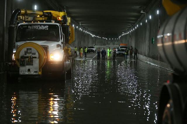 A tres días de inaugurado, cierran túnel de Mixcoac por inundación