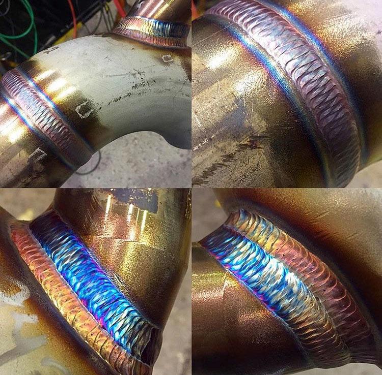 Soldador Scott Raabe desarrolla artisticos patrones entrelazados en el metal fundido entre los tubos
