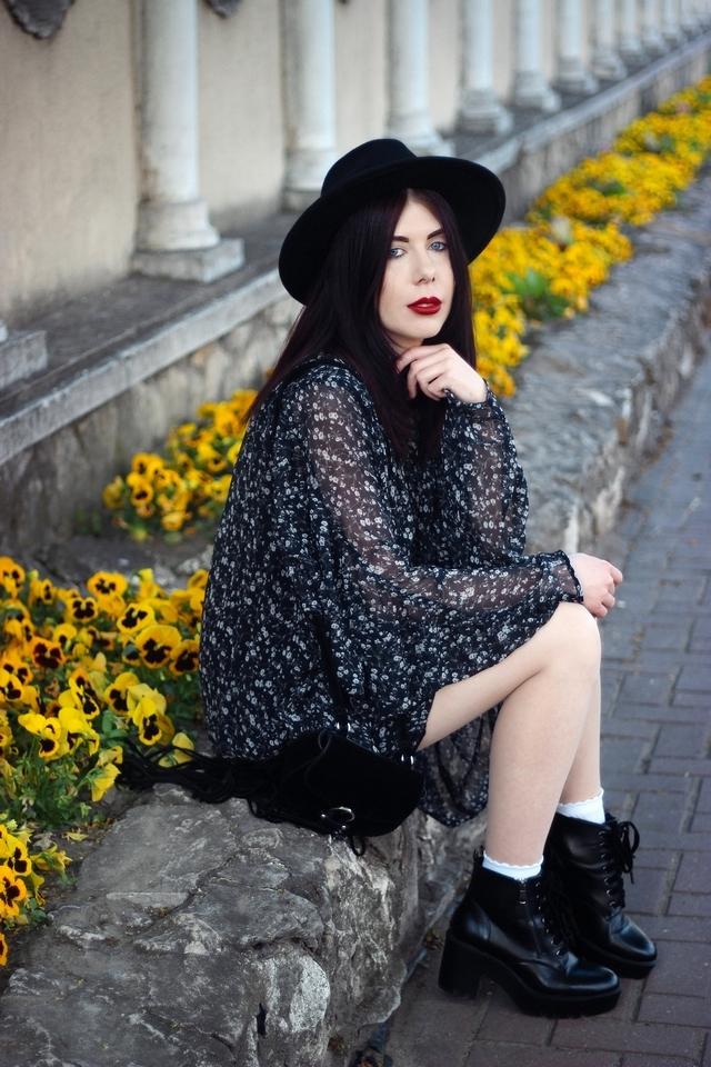 Kombinezon w kwiaty w stylu boho Zara blog modowy