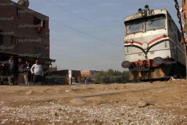 مصر| توقف حركة قطارات الجيزة بسبب تصادم قطار وسيارة نقل في العيّاط