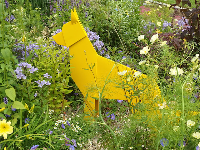 A Dogs Life Garden for the Dogs Trust