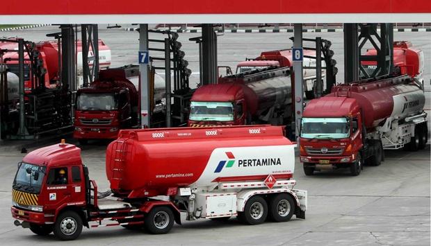 BREAKING NEWS: Jokowi Naikkan Harga Premium Jadi Rp 7.000/Liter
