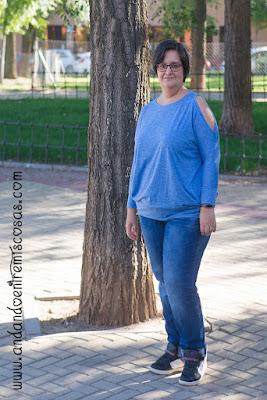 Camiseta Azul Con Hombros Al Aire De SheIn