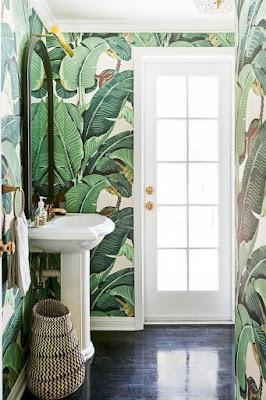 Bukan ruangan berkumpul saja yang cocok didesain memakai  55 Motif Wallpaper Keren Untuk Desain Kamar Mandi