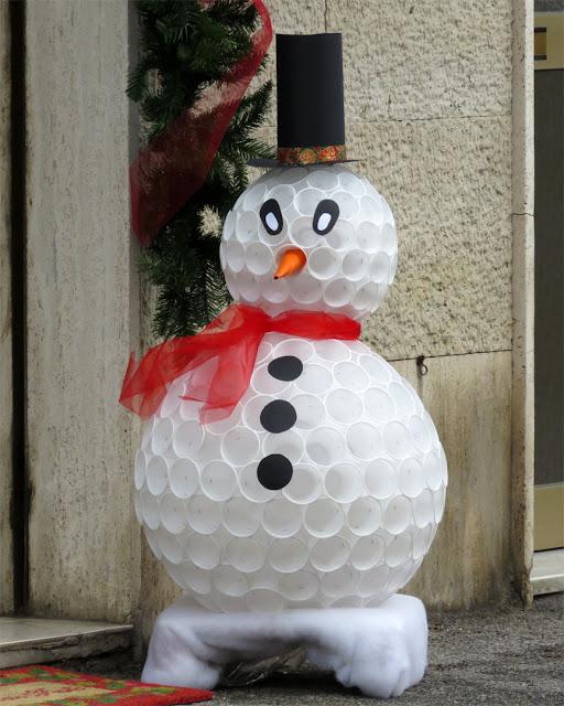 Plastic cup snowman, Corso Amedeo, Livorno