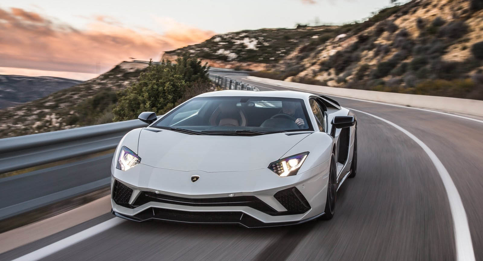 Don T Overfill Your Lamborghini Aventador Or It Could Catch Fire Carscoops