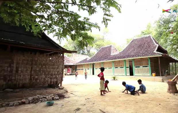 Rumah Adat Jawa Timur (Tanean Lanjhang)