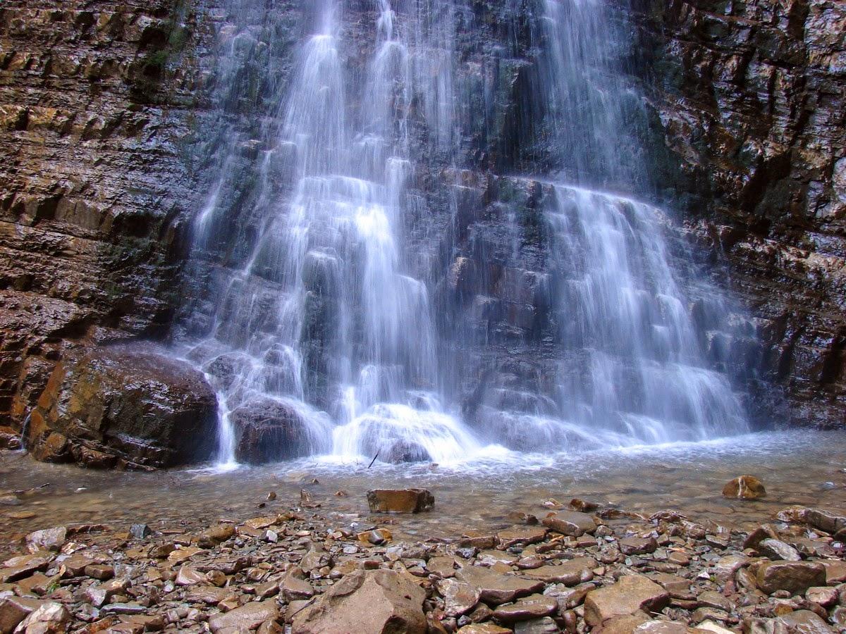 Фрагмент Манявского водопада