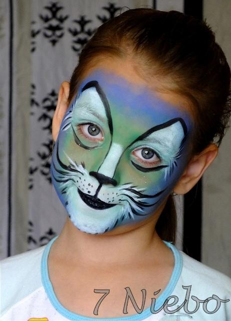 Kotek na twarzy