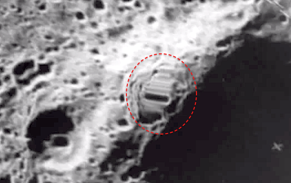 Risultati immagini per Alien On The Moon