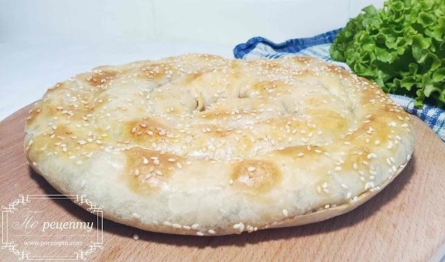 пирог из слоеного теста с грибами