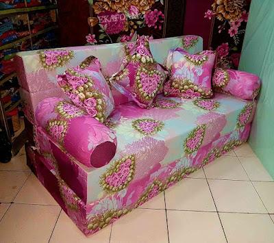 Sofa bed inoac motif bunga anggur merah