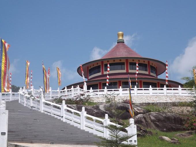 Pagoda Puri Tri Agung, Tempat Wisata keren di Pulau Bangka