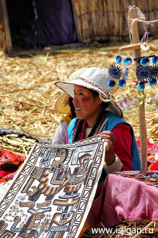 Тростниковые острова Урос. Озеро Титикака. Перу