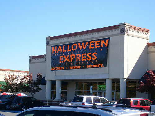 The Halloween season is upon us and Halloween Express seasonal store locations are opening around the country. Use our retail store locator to find a local Halloween Express near you. If you're looking for seasonal employment, we suggest you visit the store directly.