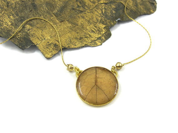 Jewellery, necklace, Etsy, leaf pendant, wood and leaf jewelry, designer, upcycled, eco-friendly, accessories, Urban Raven, Shiran Tal Soffrin, independent creations, chic jewelry, goldsmith