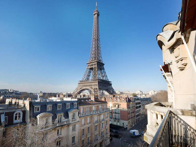 Picture of the Eiffel Tower as seen from the balcony
