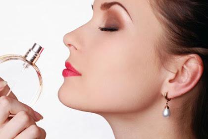 Yuk, Ikuti 4 Tips Berikut Biar Aroma Parfum Kamu Lebih Awet
