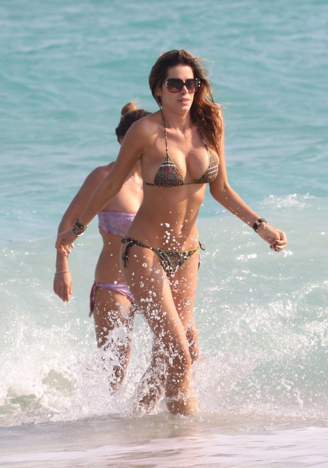 Hot Blog Post Aida Yespica Bikini Candids On The Beach In