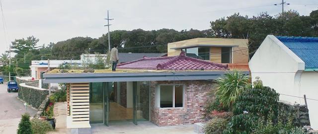teras di atap rumah