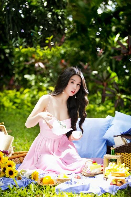 Beautiful wallpaper Ngoc Trinh in sunny days