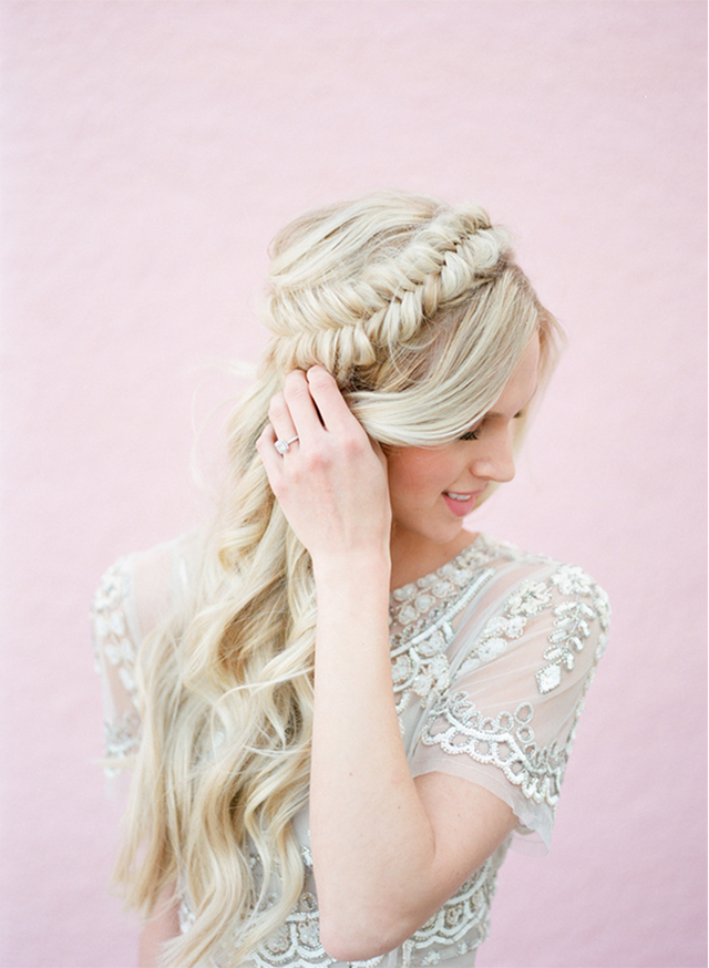 Ten easy and gorgeous hair braid tutorials.  How to create a fishtail side braid.