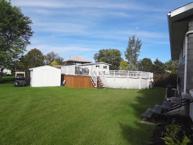 20 Burnett Bay- Carman, MB - Backyard, Pool with hot tub