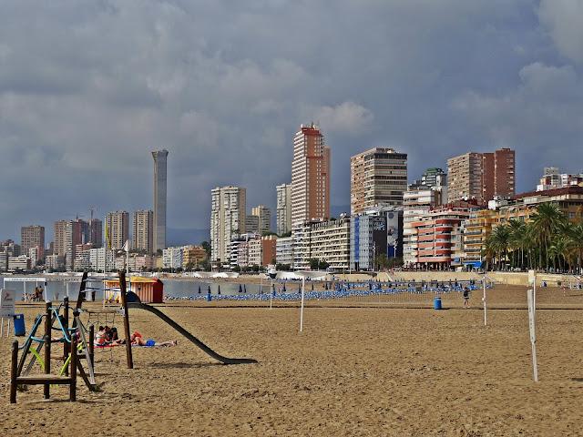 Benidorm plaże i pogoda w październiku w Hiszpanii